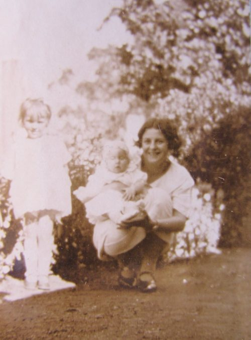 Sylvia Hill with Valmai & Shirley Moone Deb, 1925