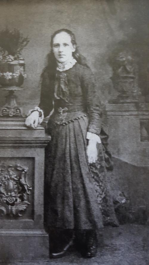 Annie Hurst